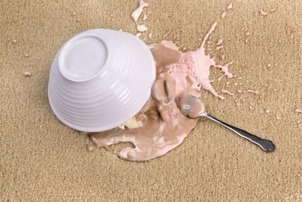پاک کردن لکه بستنی از روی فرش